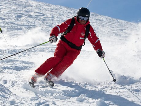 The ski instructor shows how | © Serfaus-Fiss-Ladis