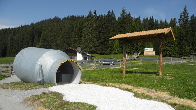 a giant milk churn fell over and the whole milk got spilled | © Serfaus-Fiss-Ladis/Tirol