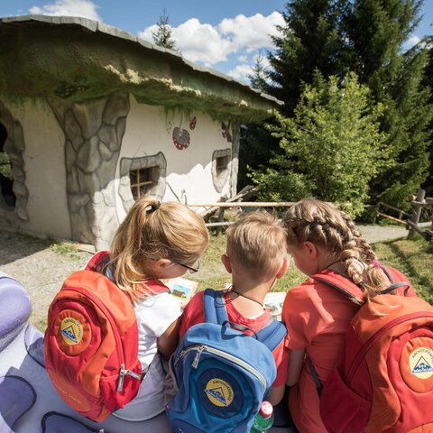 Children at the witches house on the Witches Trail in Serfaus Fiss Ladis in Tyrol | © Andreas Kirschner