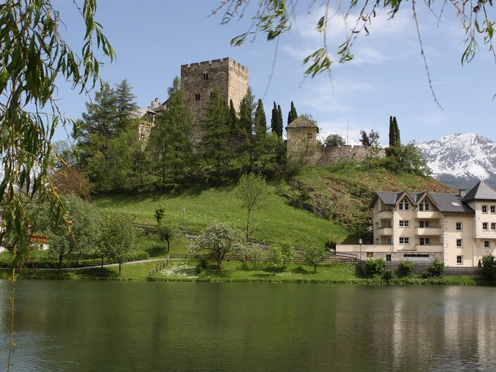 Laudeck castle and the Schlossweiher pond in Ladis | © Andreas Kirschner - www.webart.at