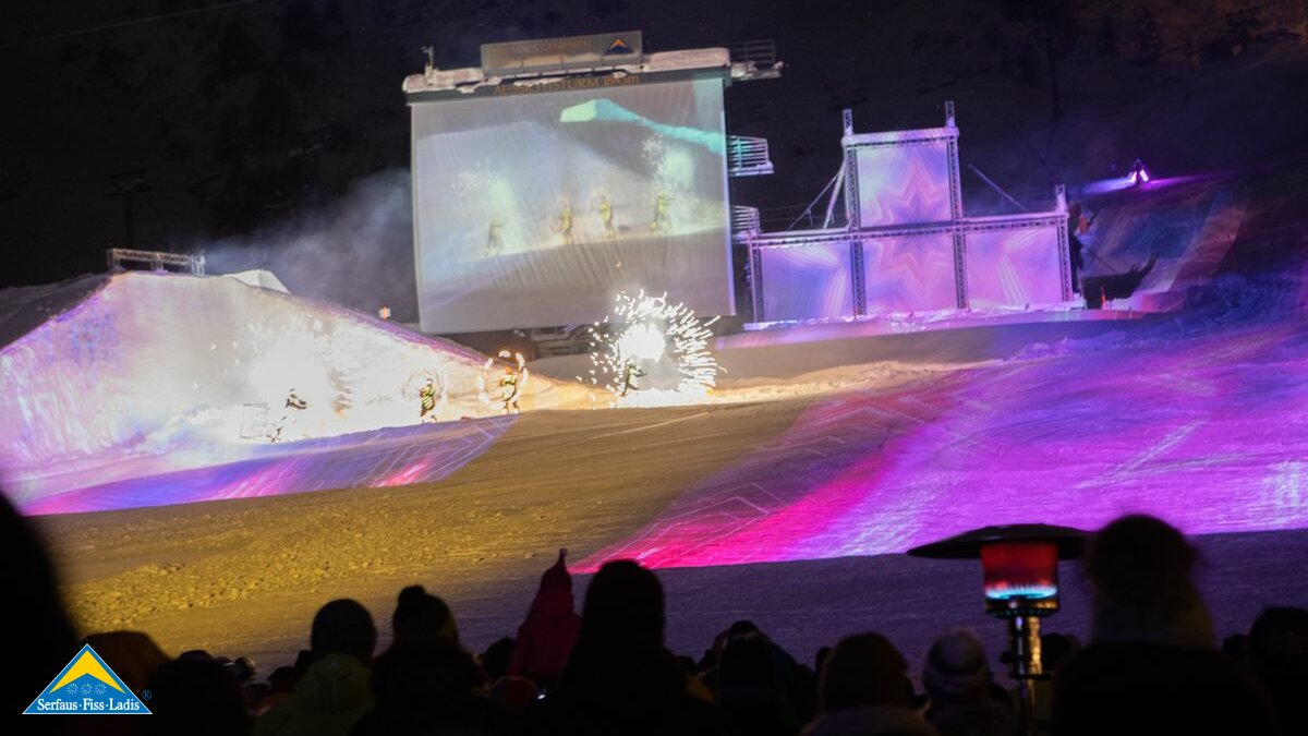 Skishow Nightflow in Serfaus Fiss Ladis im Winter 2019/20 Thema Rock the Snow | © Andreas Kirschner