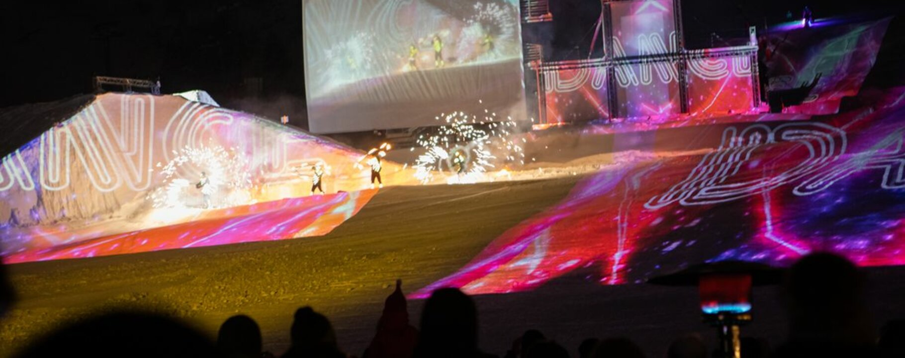 Ski show Nightflow in Serfaus Fiss Ladis in Winter 2019/20 theme Rock the snow | © Andreas Kirschner
