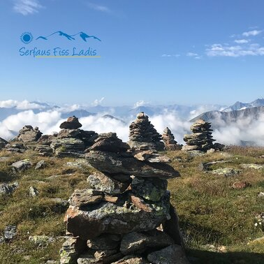 Rock cairns in the mountain landscape in summer in Serfaus-Fiss-Ladis, Tyrol, Austria | © Serfaus-Fiss-Ladis Marketing GmbH